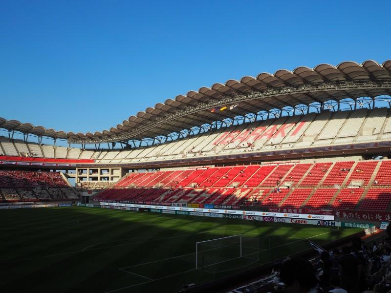 鹿島カラーを基調とした、モダンなスタジアム